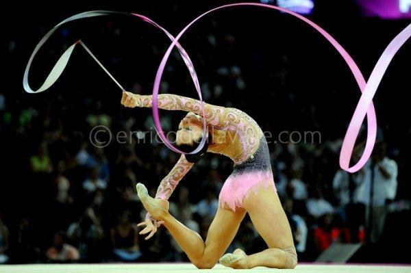 Vos photos favorites de gymnastes ! 3137383296_1_22_2B2laRiq